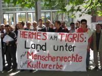Proteste gegen die Hermeskredite für den Staudamm