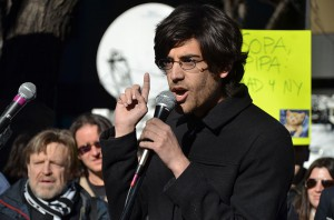 Aaron Swartz bei Anti-PIPA-ProtestenBy Daniel J. Sieradski (Flickr: Aaron Swartz) [CC-BY-SA-2.0 (http://creativecommons.org/licenses/by-sa/2.0)], via Wikimedia Commons