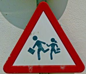 Bild: Achtung Schulkinder von Gabi Schoenemann / pixelio.de
